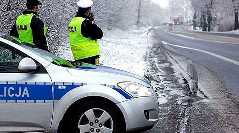 Zima na drogach. Policjanci apelują o ostrożność