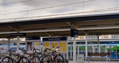 Rowerem do pociągu – 13,5 tys. stojaków na sezon